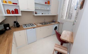 Une cuisine d'angle entièrement aménagée par des artisans de La Maison Des Travaux Boulogne-Saint Cloud