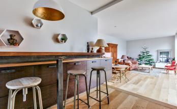 Intégration d'un bar pour un espace déjeuner dans cette cuisine