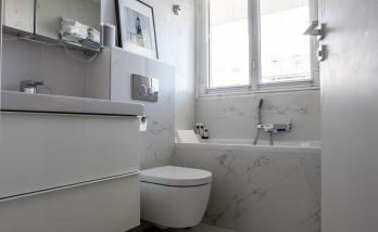 salle de bain en marbre à Boulogne Billancourt