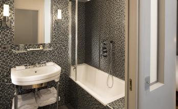 Une salle de bain comme à l'hôtel à boulgoen billancourt