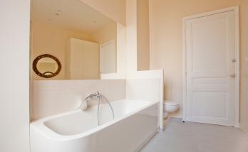 Rénovation d'une ancienne salle de bain avec aménagement d'une baignoire à Boulogne
