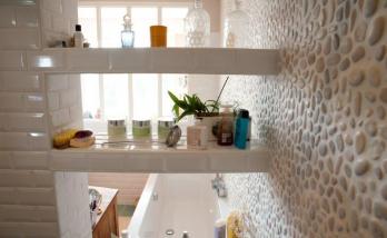Carrelage mosaïque dans une cabine de douche