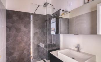 petite salle de bain rénovée à Boulogne
